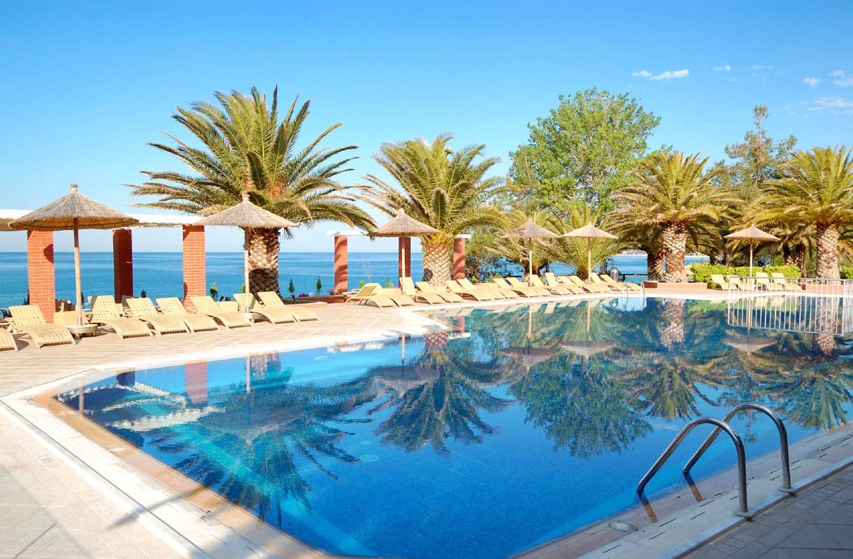 Suostuisitko maksamaan aurinkotuolin varaamisesta hotellissa?