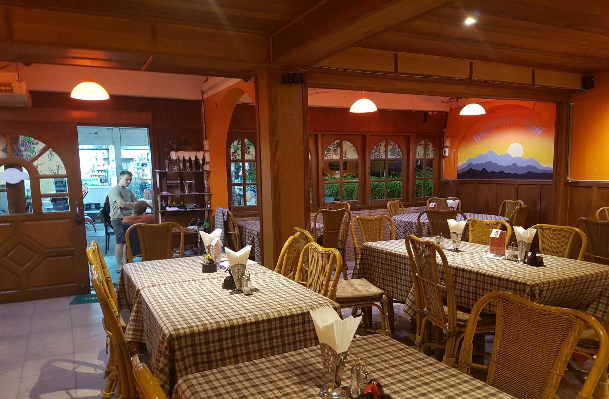 Midnight Sun -ravintola Phuketissa