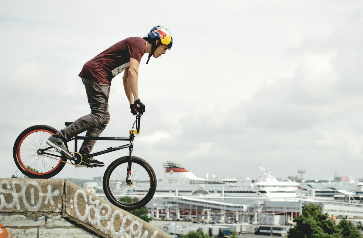 BMX-pyöräilijä Tallinnassa