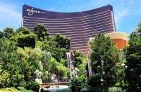"""Monet hotellit ovat luopumassa """"älä häiritse"""" -kylteistä"""