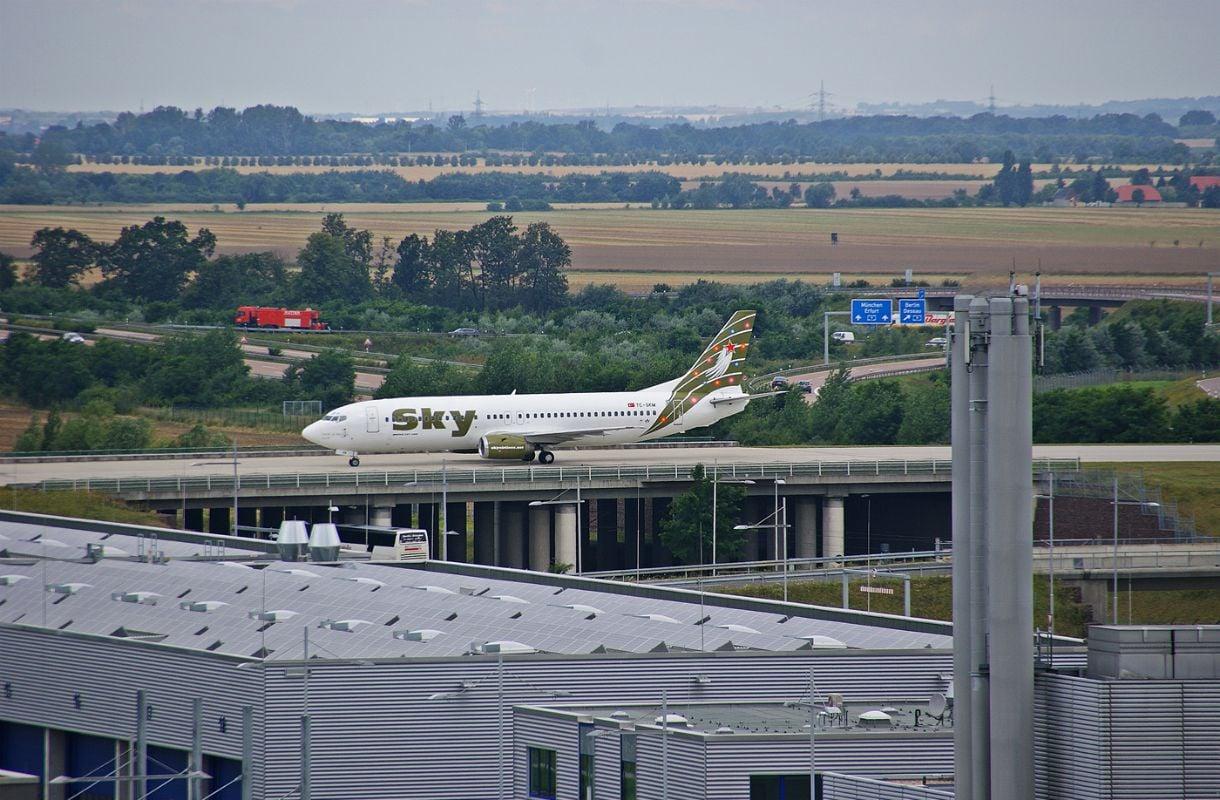 Leipzigin lentokenttä moottoritien päällä