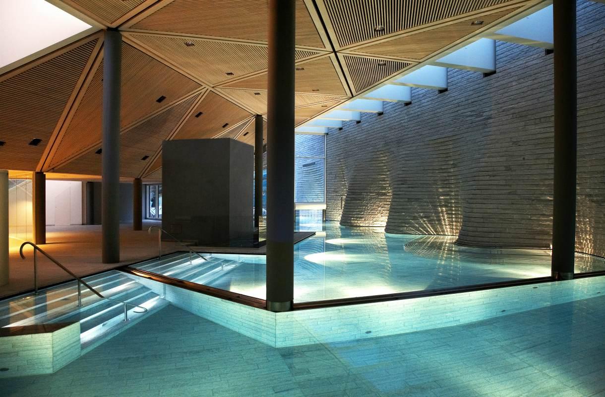 Tschuggen Bergoase -kylpylän uima-allas