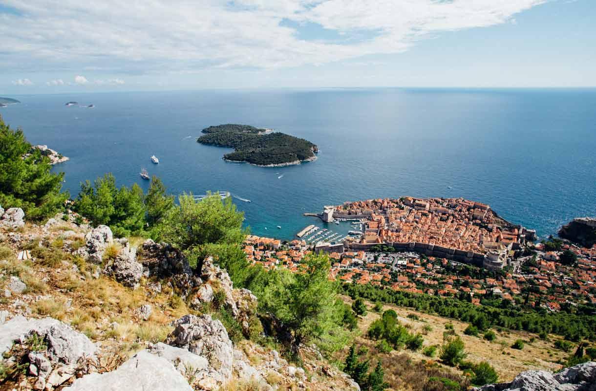 Buza Bar on Dubrovnikin salainen kalliobaari