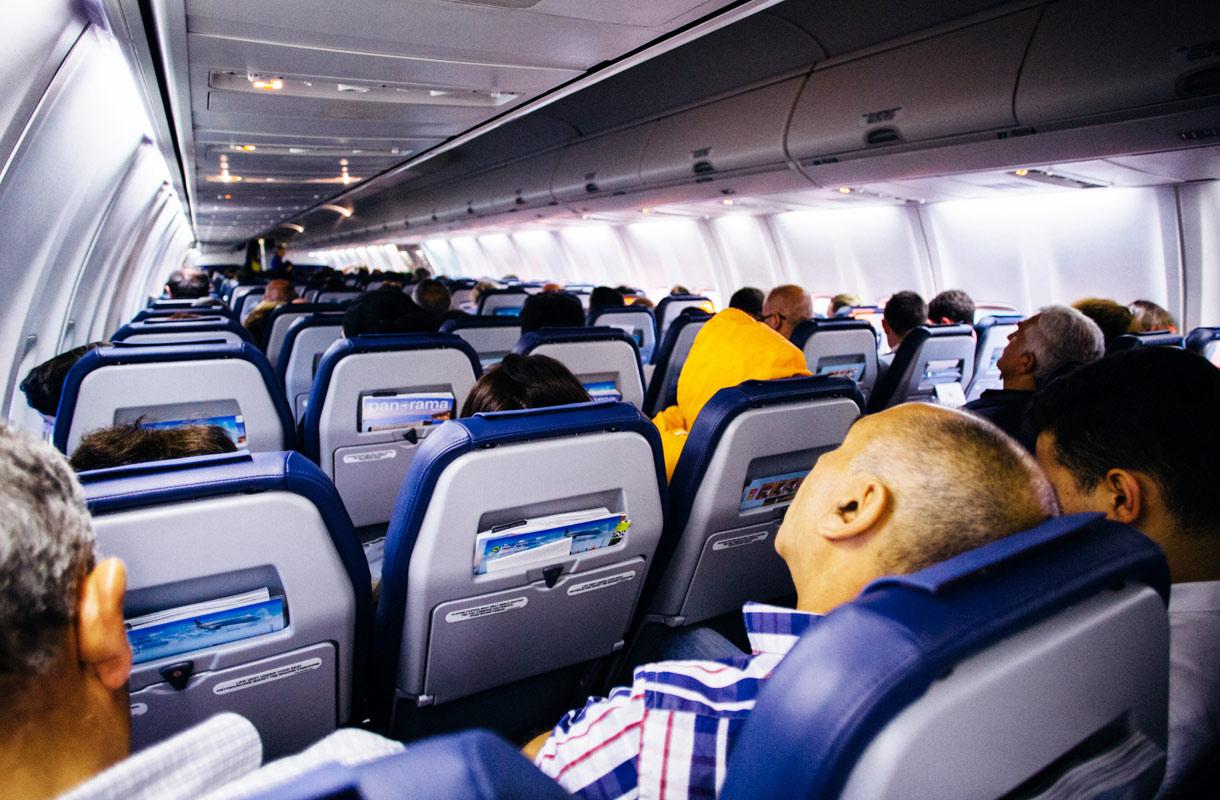 Miten toimia, jos on lentokoneessa palaa turvavyövalo ja on pakko päästä vessaan?