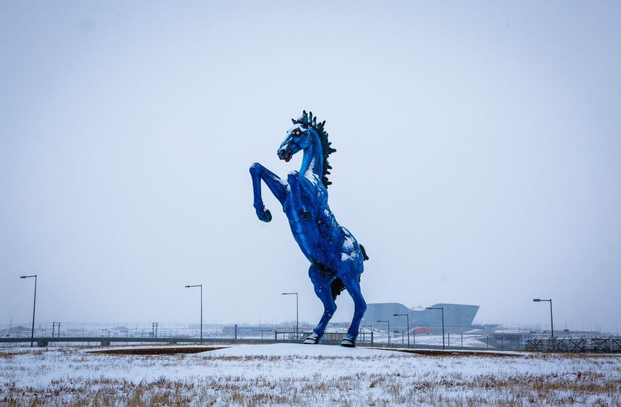 Blue Mustang -veistos Denverin lentoasemalla