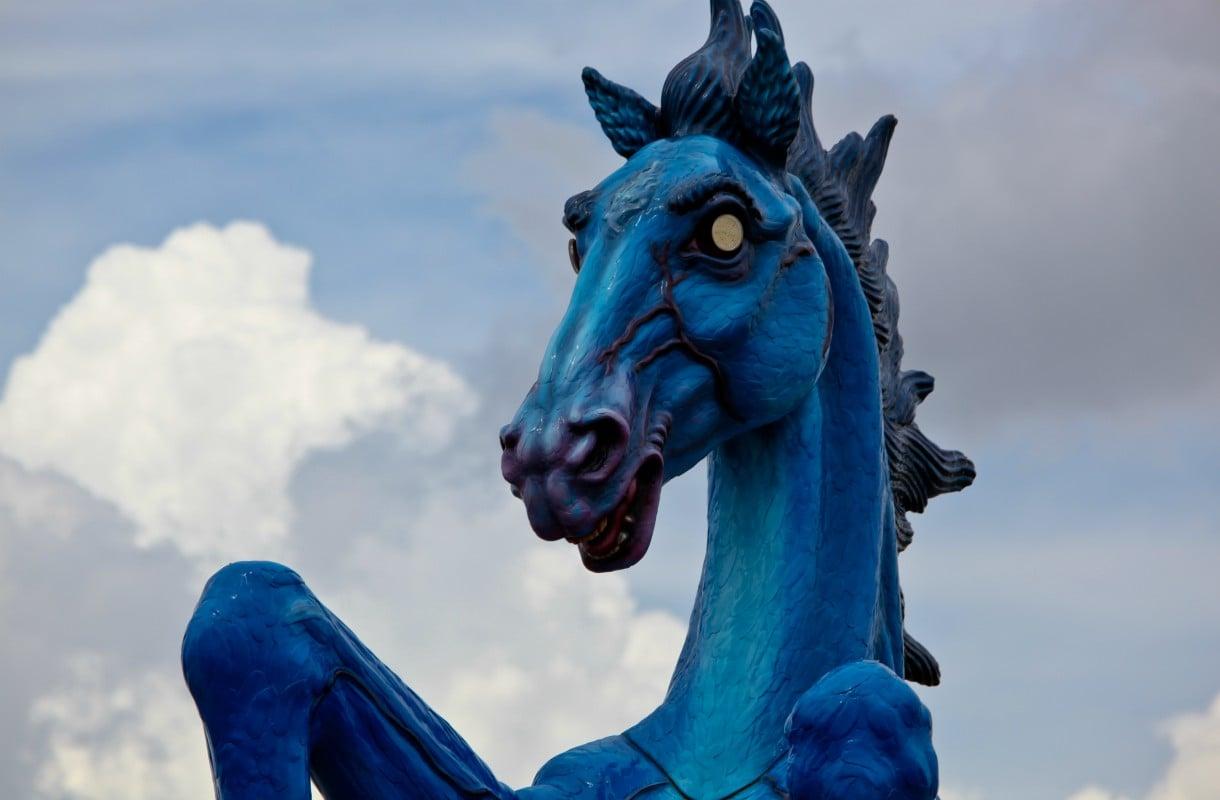 Pahan onnen hevonen Denverin lentokentällä