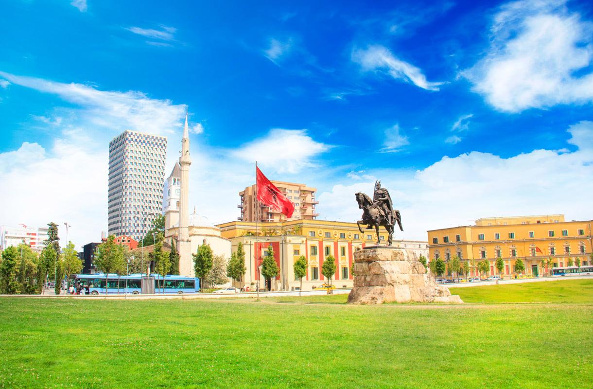 Albanian pääkaupunki Tirana - viisi vinkkiä matkailijalle