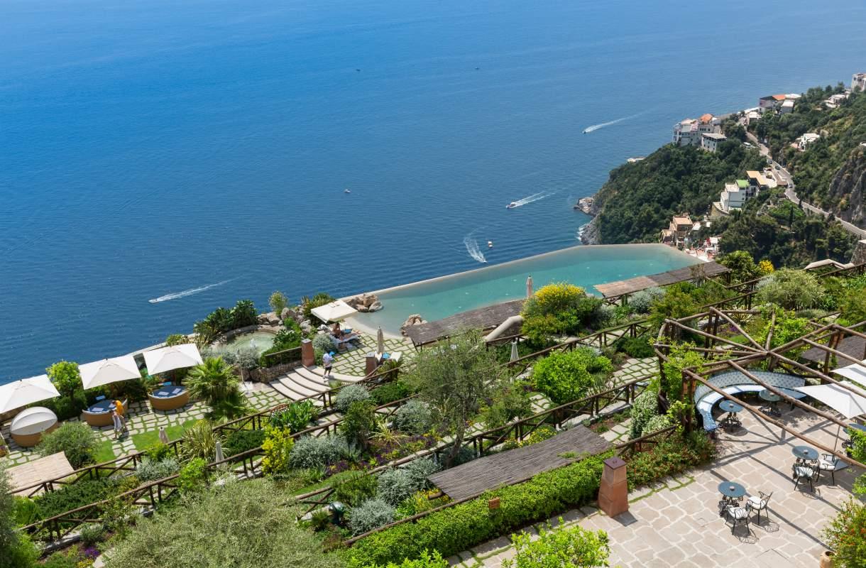 Parhaat allasmaisemat Amalfin rannikolla
