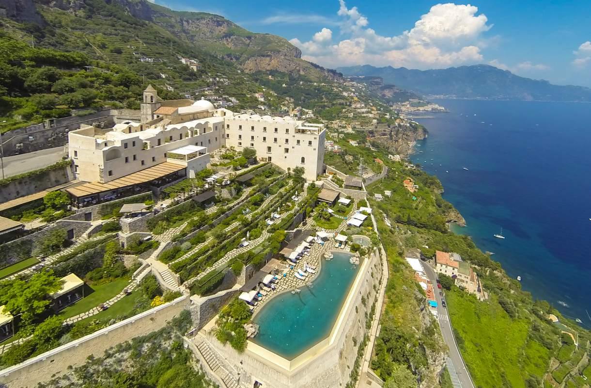 Hotelliallas Amalfin rannikolla