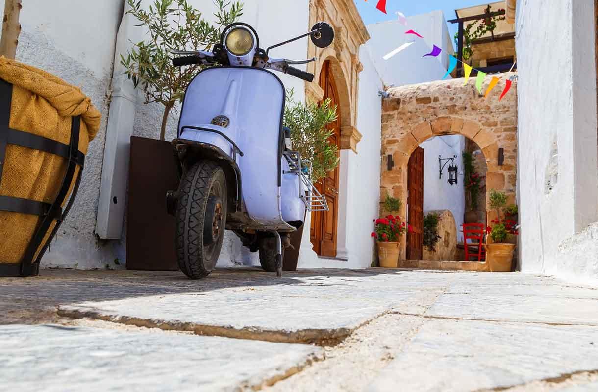 Näin löydät halvan vuokrahuoneen Kreikasta