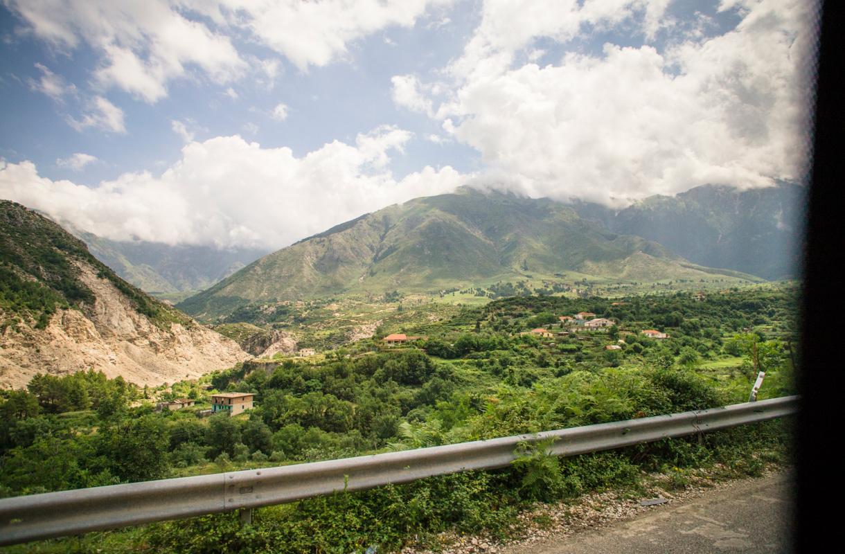 Autoloma Albaniassa
