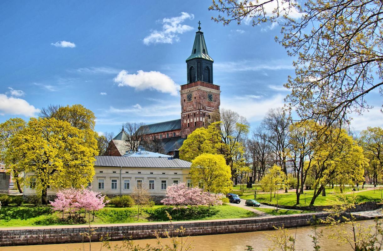 Tuomiokirkko on Turun kuuluisimpia nähtävyyksiä