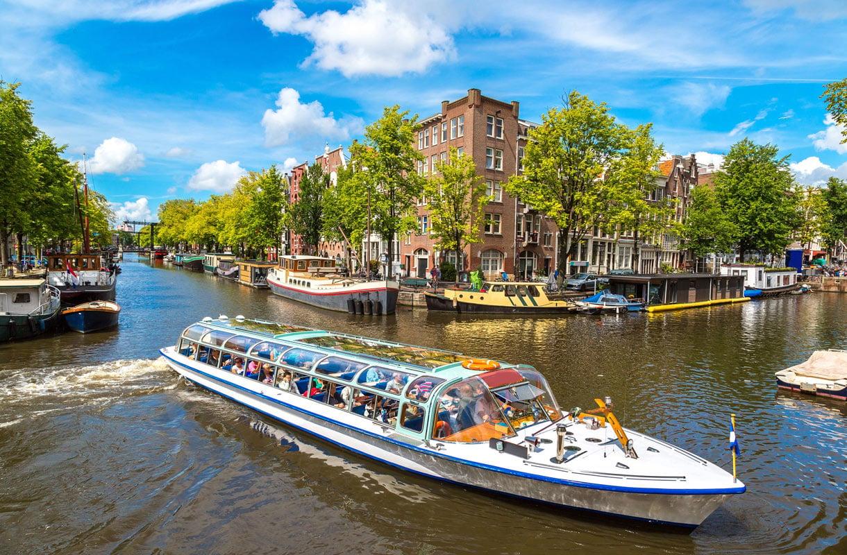 Amsterdam on alkanut kärsiä massaturismista