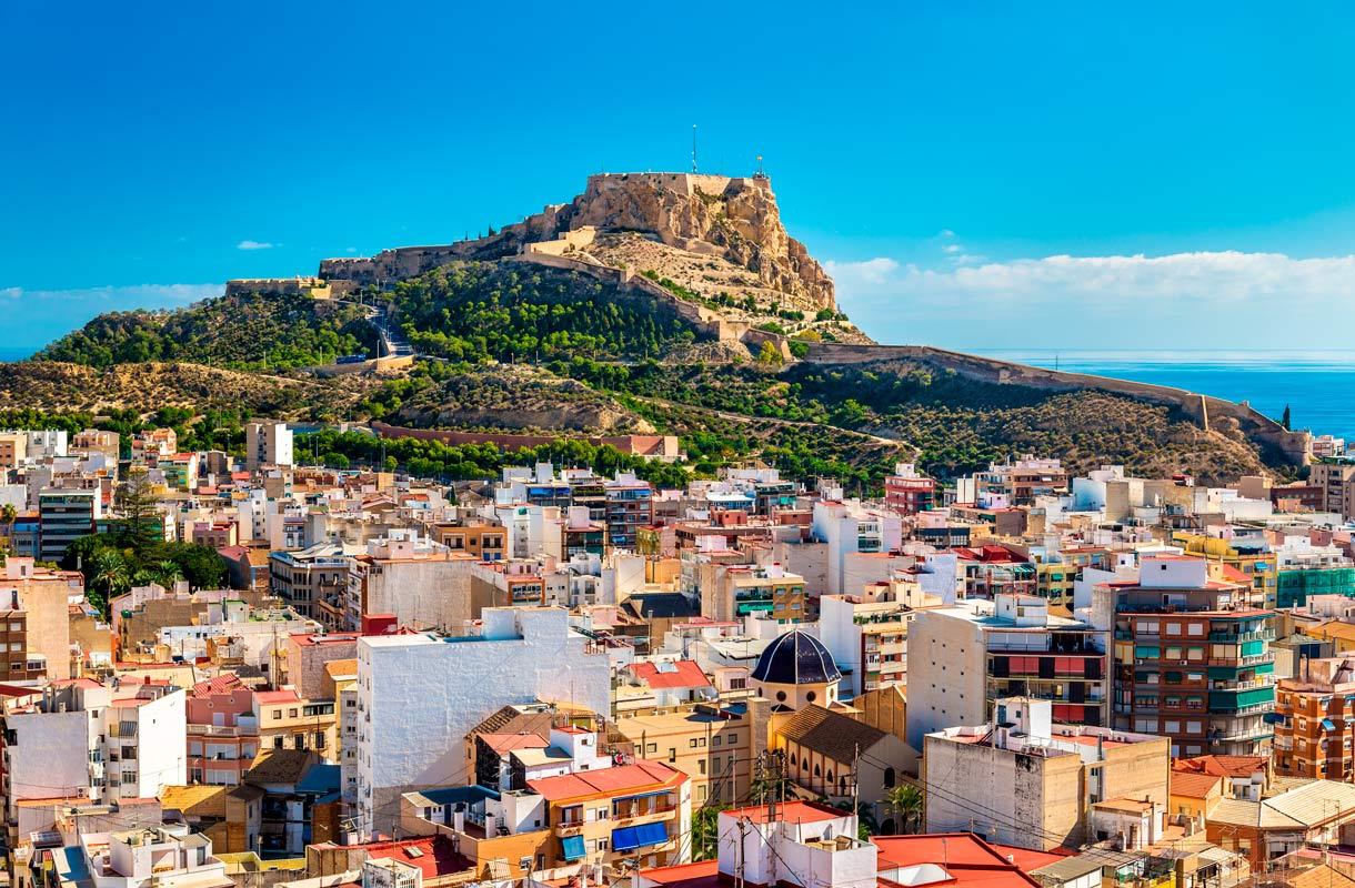 Alicanteen on helpot yhteydet ympäri vuoden