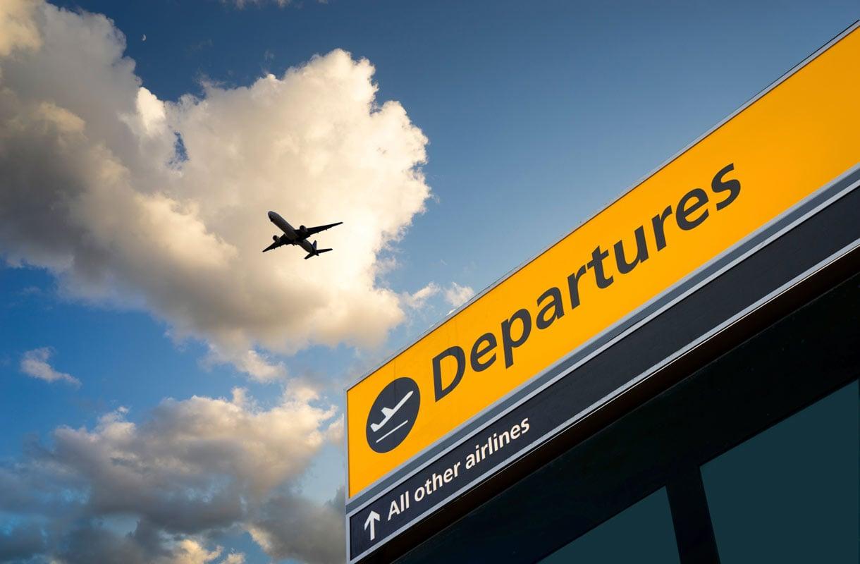 Voiko maahantulovirkailija tutkia lentomatkustajan puhelimen?