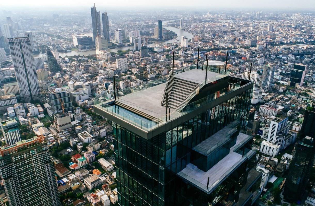 Lasipohjainen näköalapaikka Bangkokissa