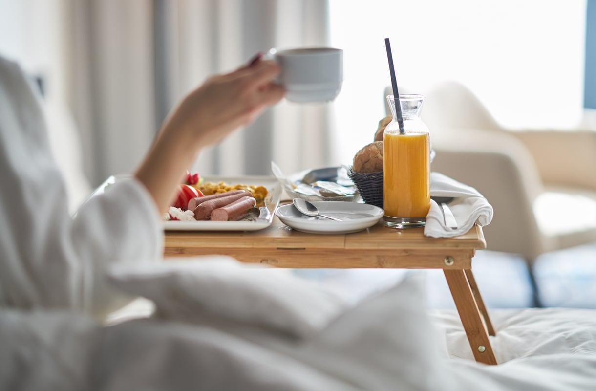 Voiko hotellin aamupalalta ottaa mukaan eväitä?
