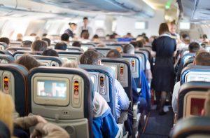 Näin lentoemäntä selviää pahanhajuisten matkustajien kanssa