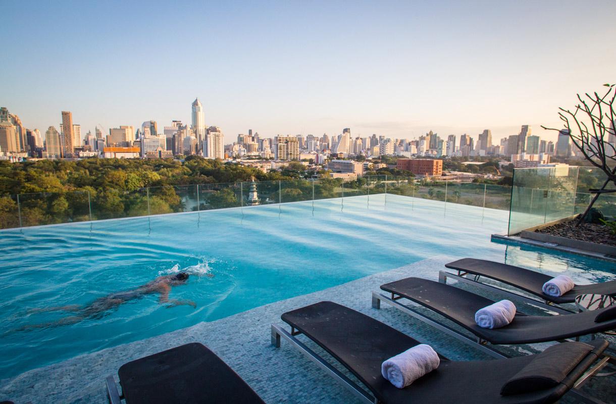 Miten Bangkokissa pääsee uima-altaalle?