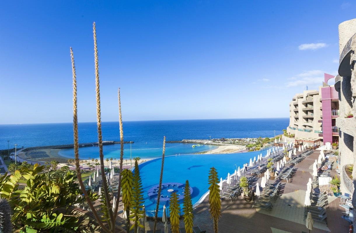 Playa de Amadoresin paras uima-allas