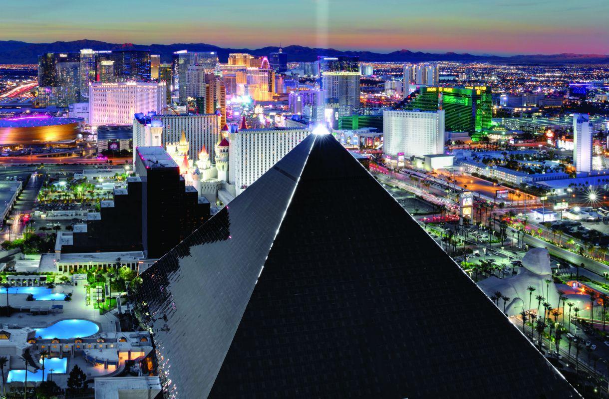 Luxor-hotellin valo Sky Beam Las Vegasissa