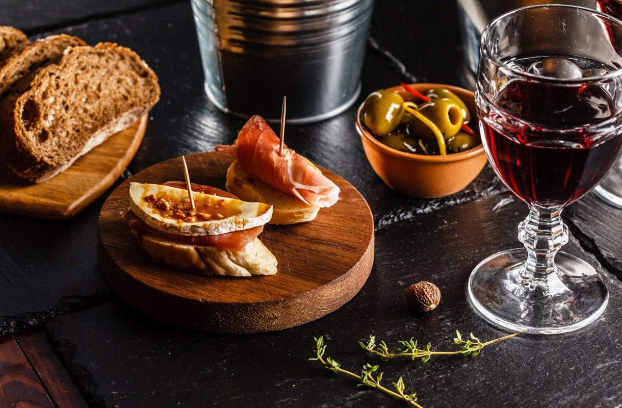 Mitkä asiat yllättävät espanjalaisissa ravintoloissa?