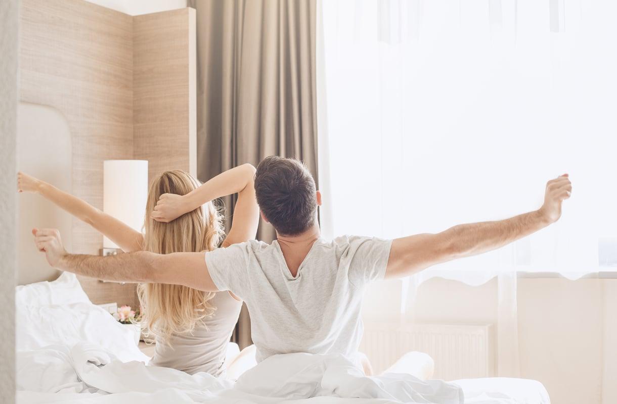 Kuinka monta henkilöä hotellihuoneessa saa majoittua?
