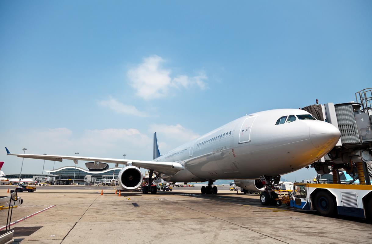 5 tapaa vähentää lentämisen päästöjä