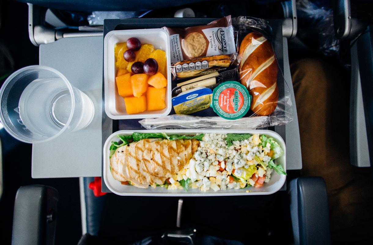 Saako lentokoneesta viedä ruokaa?