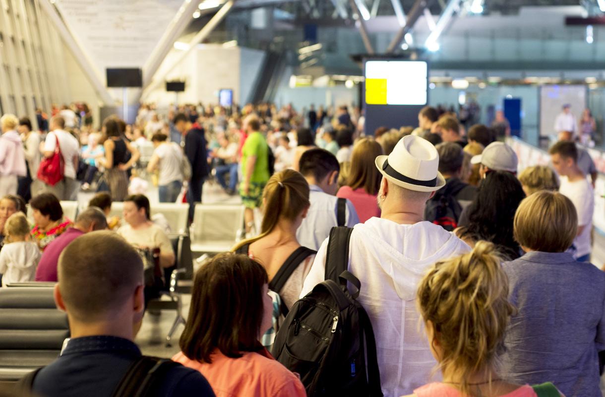 Lentokentän lähtöportin ruuhkautuminen ärsyttää matkustajia