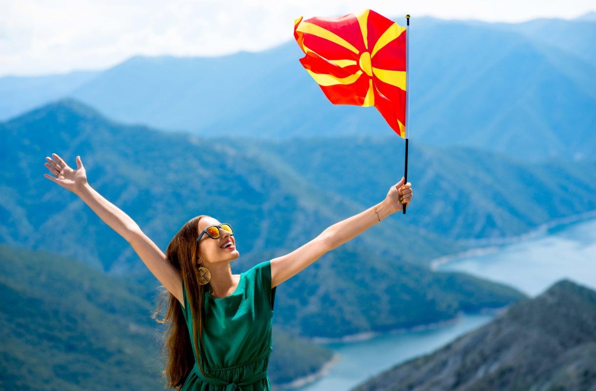 Pohjois-Makedonian lipussa on aurinkosymboli