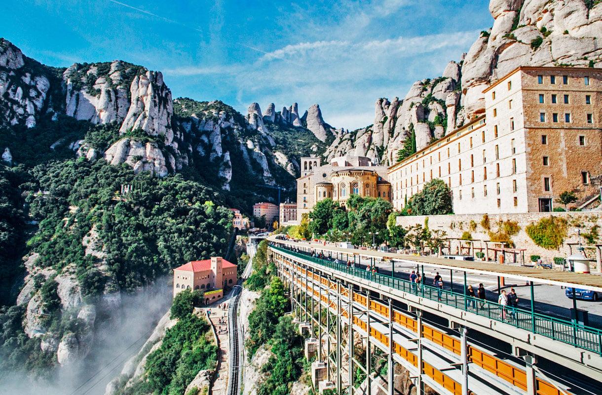 Päiväretki Barcelonasta Montserratiin
