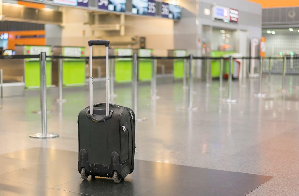 Yksinäinen matkalaukku