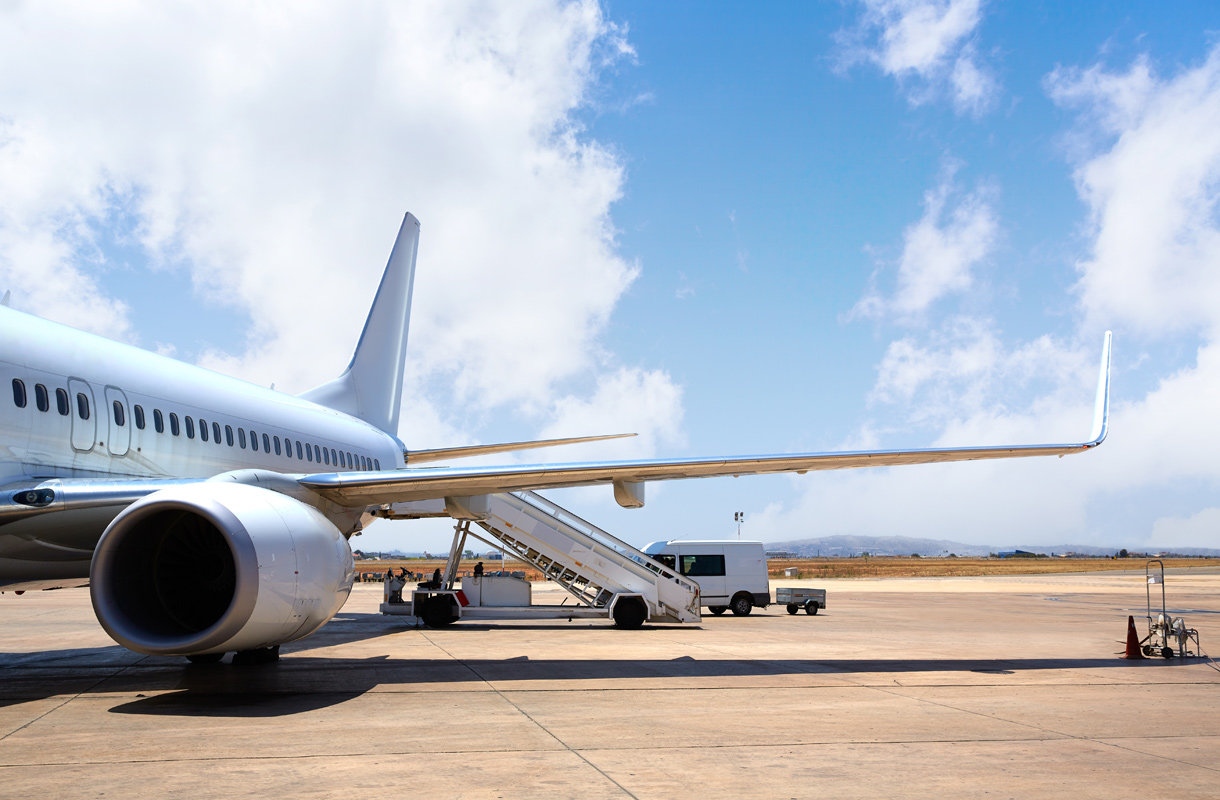 Lentokoneen ruumassa saatetaan kuljettaa ruumiita