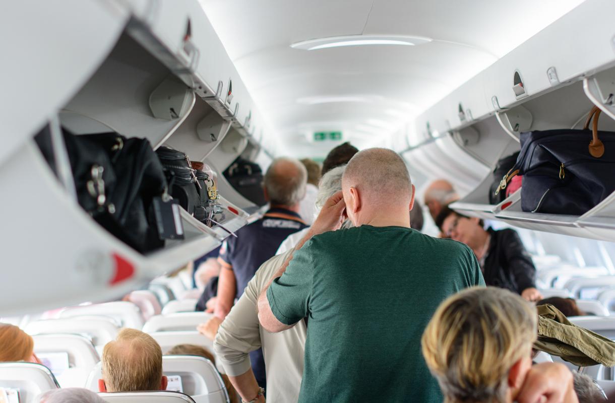 Missä järjestyksessä lentokoneesta poistutaan?
