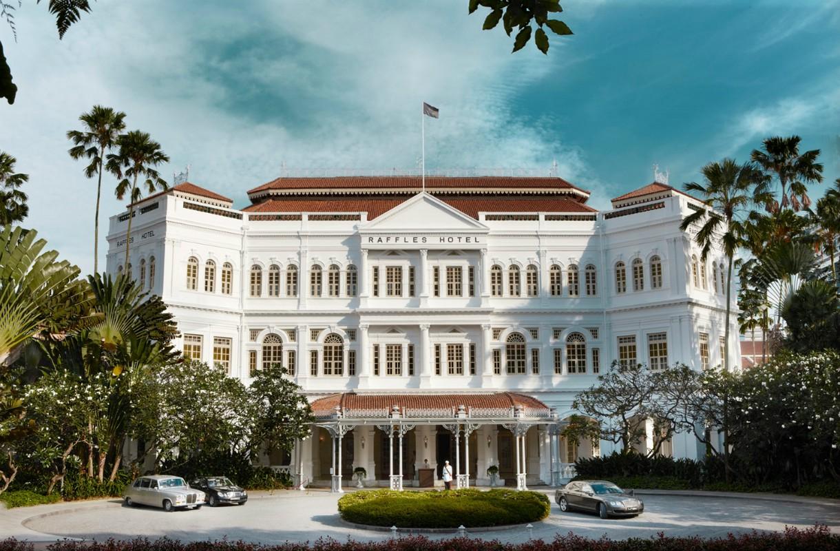 Poikkea Singapore Raffles Hotelin baariin