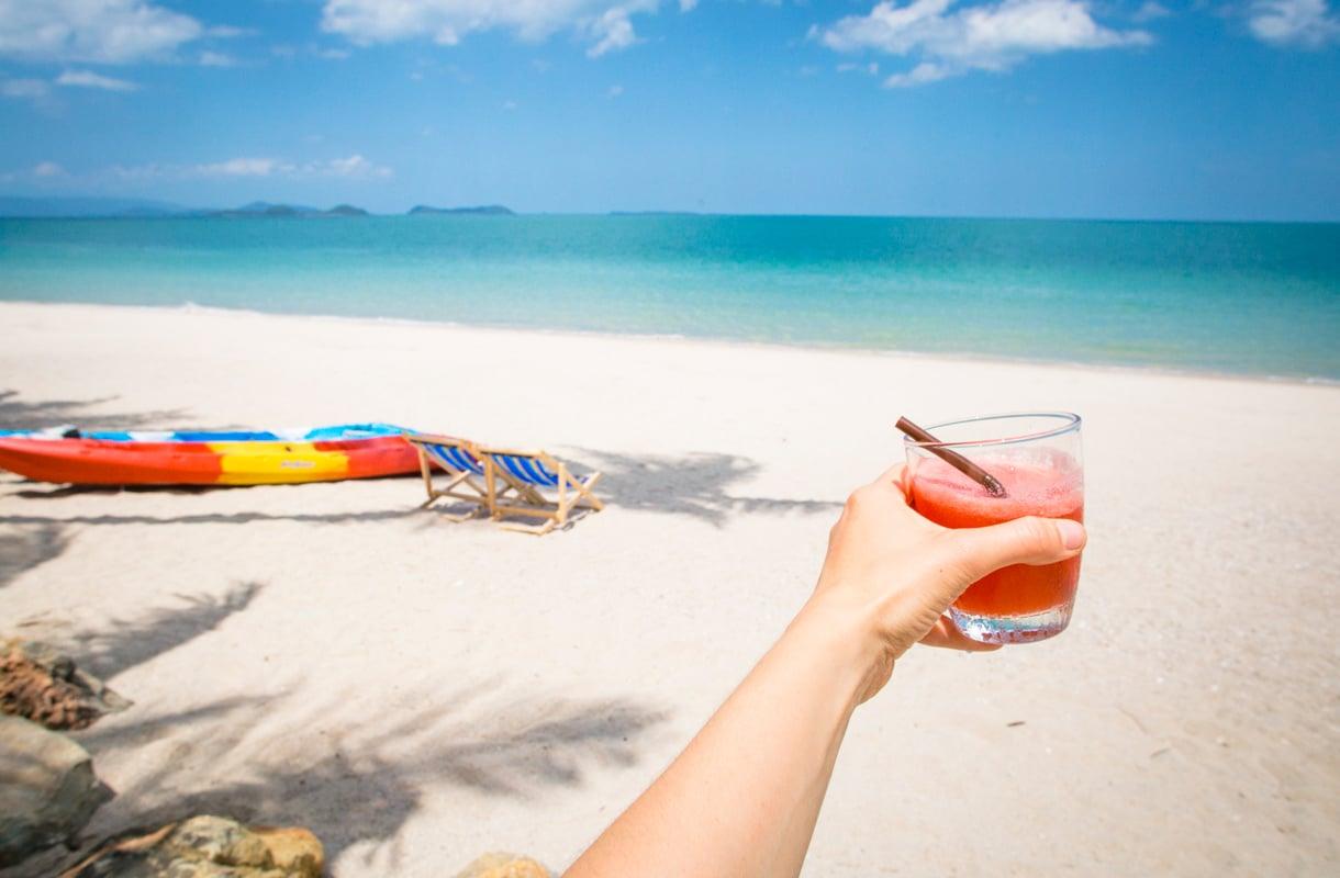 Juo varovasti Thaimaassa