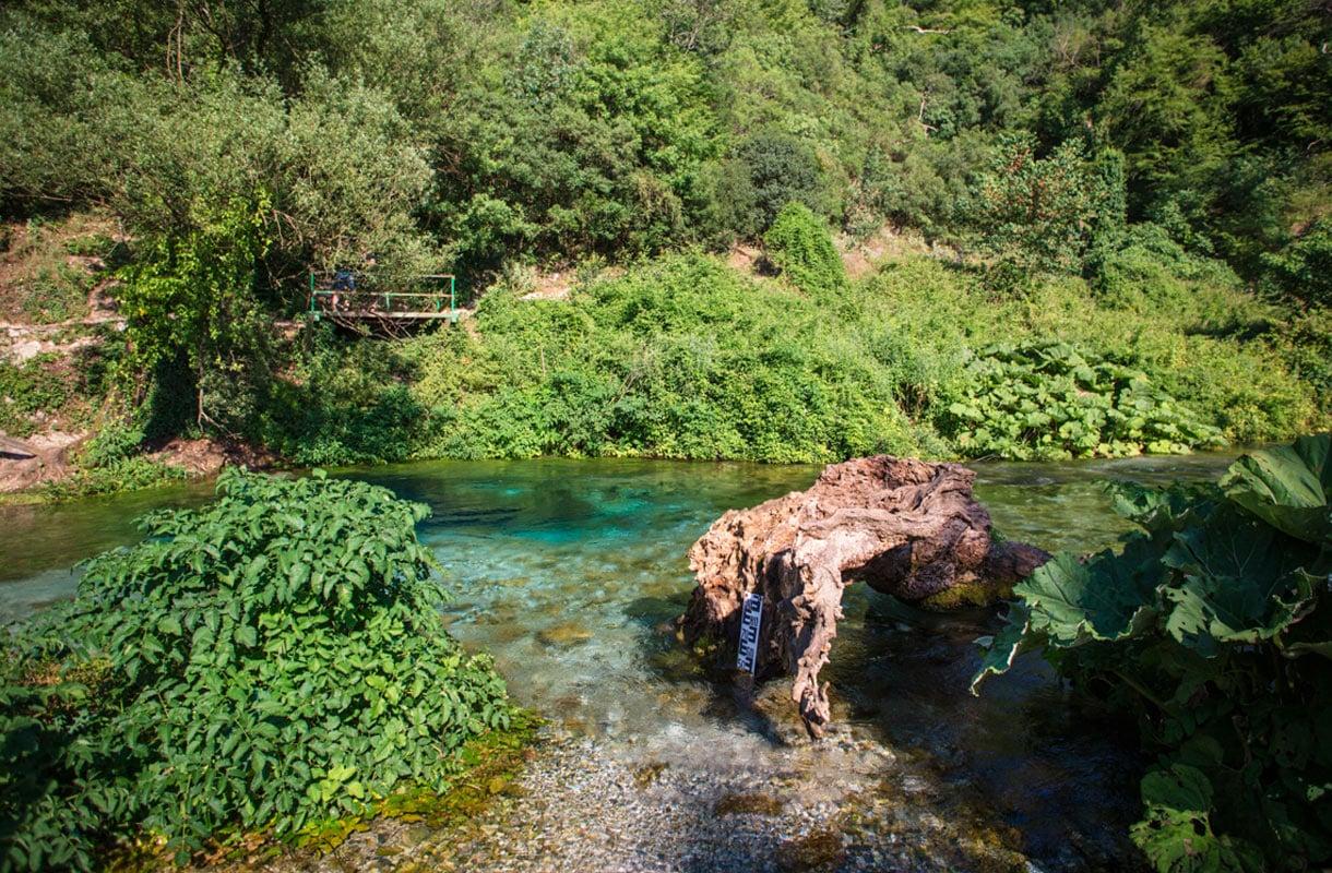 Sininen silmä on luontokohde Albaniassa