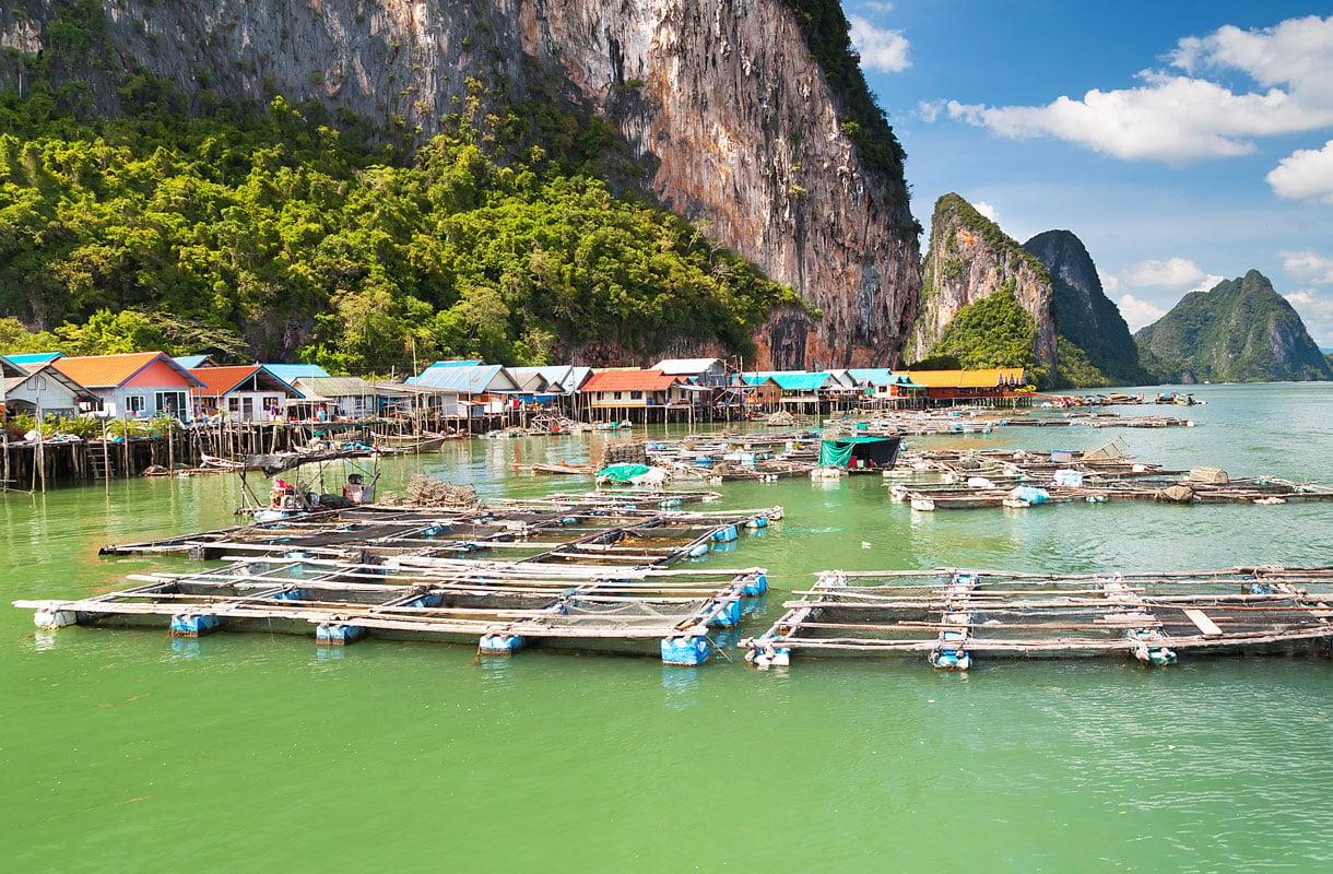 Kelluva kylä Thaimaassa
